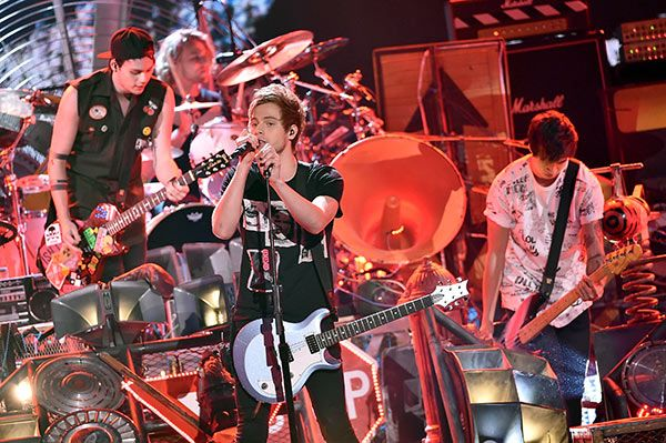 'Jet Black Heart' may be our favorite 5 Seconds of Summer song yet. The band premiered its new song, 'Jet Black Heart,' on Australia's Shazam Top 20 on Aug. 27, and it leaked online before its official release. The song is EPIC. Click to LISTEN!
