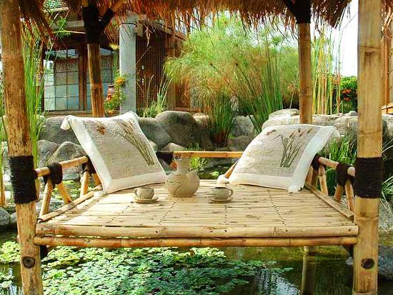 Villa Air di Villa Istana Bunga Complex, Jl. Kolonel Masturi Kilometer 9, Lembang, Bandung.  perlu dicoba nih, harganya terjangkau, dekorasi kayu khas jepang katanya.