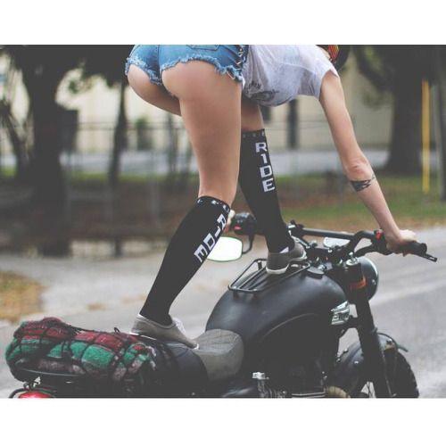Vrouwen op motoren - motorstunt
