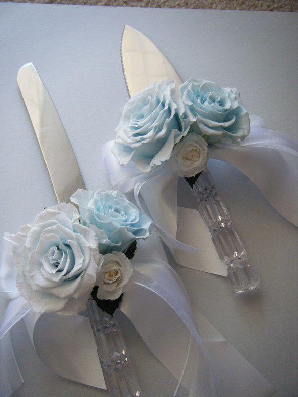 Weddingの演出で欠かせないケーキカット☆ケーキナイフも挙式のイメージに合わせてアレンジいたします。プリザーブドフラワーでアレンジしているので挙式後も保存...|ハンドメイド、手作り、手仕事品の通販・販売・購入ならCreema。