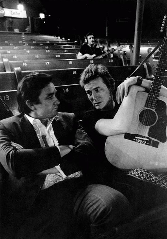 Johnny Cash and Gordon Lightfoot, 1969 -- is this the Ryman? It's pew seating, and those columns look to be the right size...