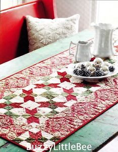 QUILTED CHRISTMAS TABLE RUNNER IMAGE | Quilt-Pattern-Holiday-Happenings-Pieced-Table-Runner-Red-Green-Cream ...