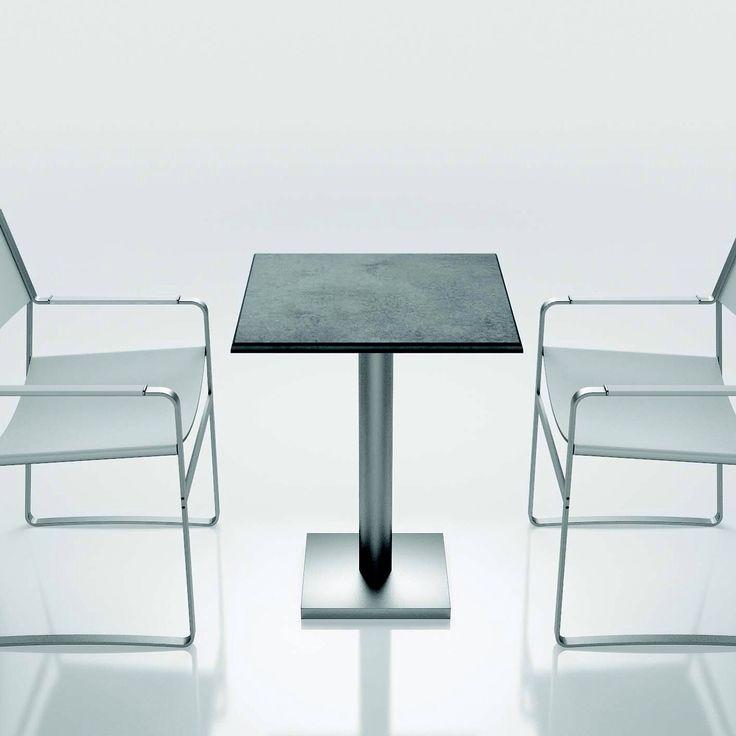 Tavolo quadrato contract in cemento realizzato da Inmateria, solido e resistente disponibile in diverse combinazioni di finiture ideale per ambienti outdoor bar e locali. #inmateria #incemento #cemento #Inmateria #minimal #total #look #love #passion #art #innovation #design #interior #istant