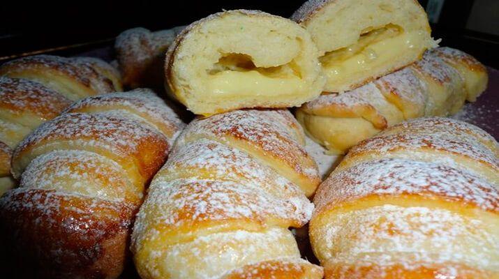 Очень вкусные воздушные булочки, даже похоже на вкус пирожное... Несложно... Недолго... вкусные невероятно...