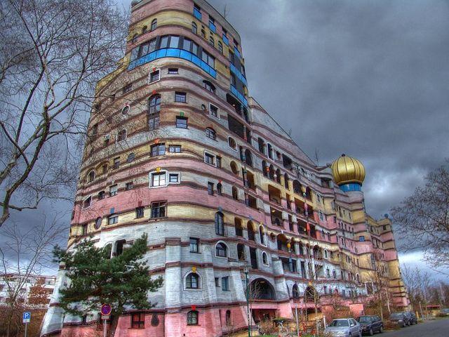 セクシーな曲線美。形がユニークすぎるヨーロッパの建物6選 - まぐまぐニュース!
