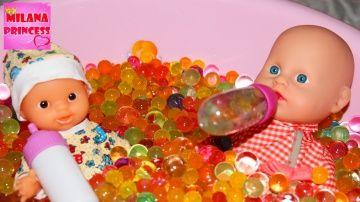 Купаем кукол пупсов в Ванне с Орбизами | Bathe doll in Bath with Orbeez, many balls Orbeez http://video-kid.com/15402-kupaem-kukol-pupsov-v-vanne-s-orbizami-bathe-doll-in-bath-with-orbeez-many-balls-orbeez.html  Сегодня Мама с Принцессой Миланой будут купать пупсиков и кукол в ванночке с шариками орбиз. Today Mom Princess Milana will bathe in the bath, and dolls with balls orbeez.Прямые трансляции ПЕРЕСКОП: Смотрите меня Вконтакте: Моя страничка на ГУГЛ Плюс: Я в Моем Мире: Подписка в…