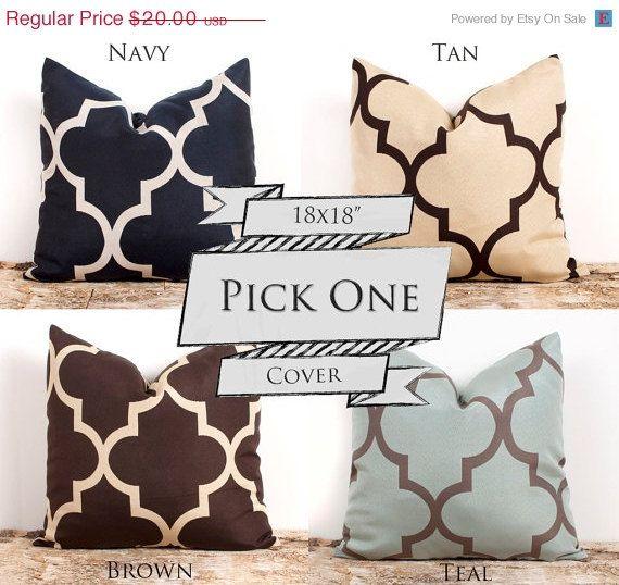 SALE ENDS SOON Quatrefoil Handmade Pillow Case por LilyPillow