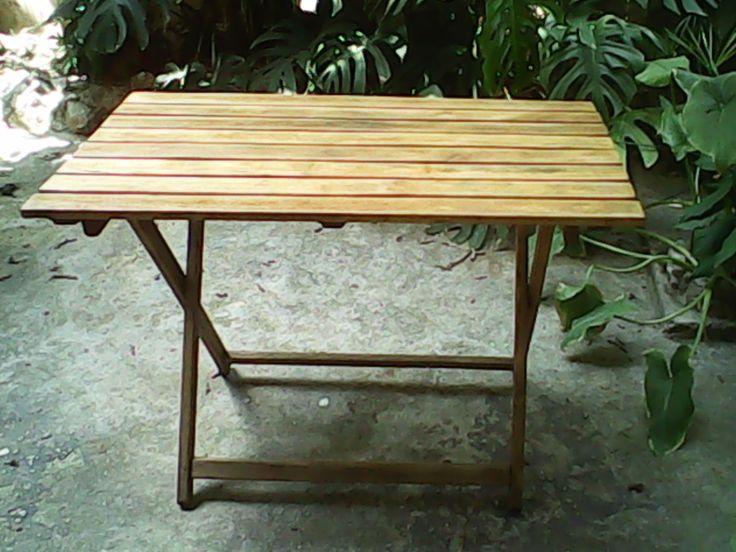Κατεστραμένο τραπέζι, μαζεμένο απο τον δρόμο. Μετά το τρίψιμο περάστηκε με teak oil