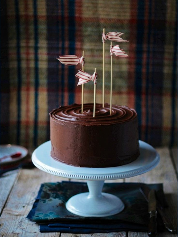 Love this simple decoration. Elevates an ordinary dessert into a celebration.