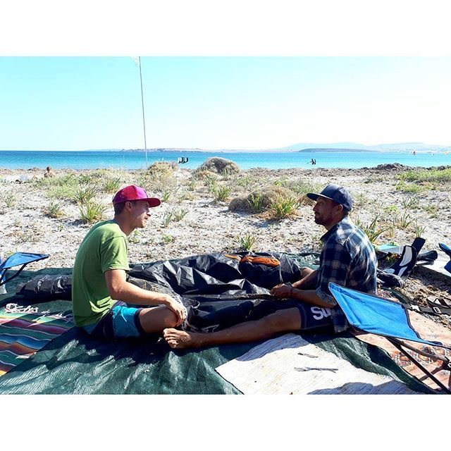 From totalkiteThe best kind of #bromance is the kind where you fix kites together... obviously 🕴💙🕴 . . . . . . #kiting #northkites #kite #eatsleepkite #wayman #hawaii #greece #brazilkiting #croatiakitecruise #greekholidays #kitergirls #kitechix #kiteboy #prokiter #kitesurf #surflife #kitelife #skatelife #boardmasters #boomtown #kitesurfing #kiteboarding #kitesurf #kiteboard