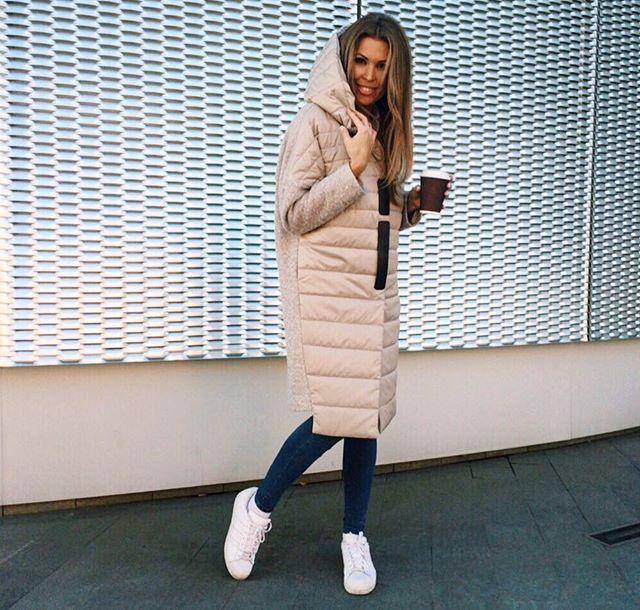 Это пальто влюбляет  в себя всем: цветом, фактурами тканей, интересным кроем, универсальностью!