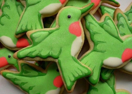 How cute for a party or homeschool or just because or for a birthday gift for bird afficionado! Hummingbird cookies, by gena