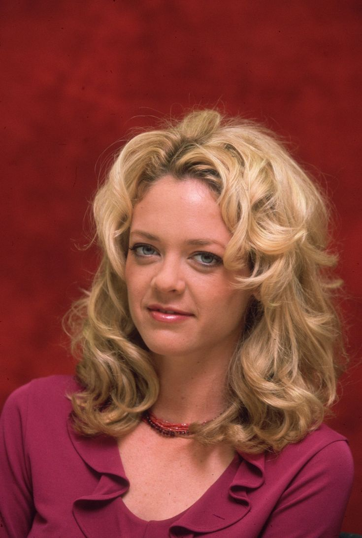 "Former ""That '70s Show"" actress Lisa Robin Kelly has died at the age of 43, reports TMZ.   According to the website, the actress died in her sleep on Wednesday night at a rehab facility in"