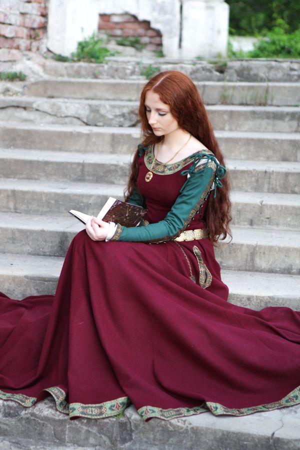 """Medieval Wool Dress """"Green Sleeves"""""""