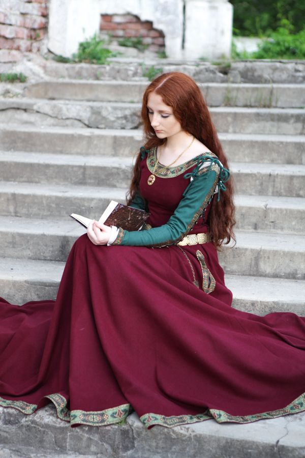 Medieval Scottish Clothing Women Renaissance dresses