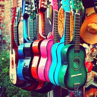 guitares colorées