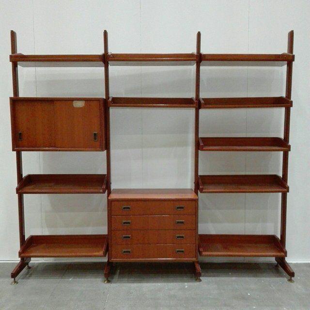 650 libreria svedese con montanti e ripiani in legno for Arredamento stile anni 70