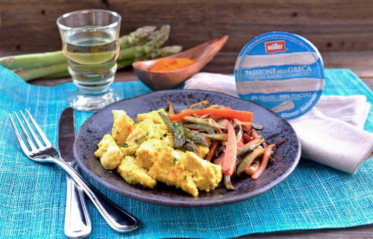I bocconcini di pollo marinati con yogurt alla greca sono un secondo sano, aromatizzateli con curcuma e zenzero per prendere spunto dalla cucina indiana.