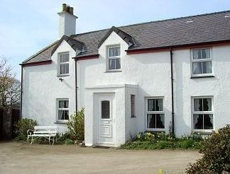 Neuadd Farm, Llanbadrig, Cemaes Bay, Anglesey (Sleeps 1-8) Self Catering Holiday Cottage in Wales.