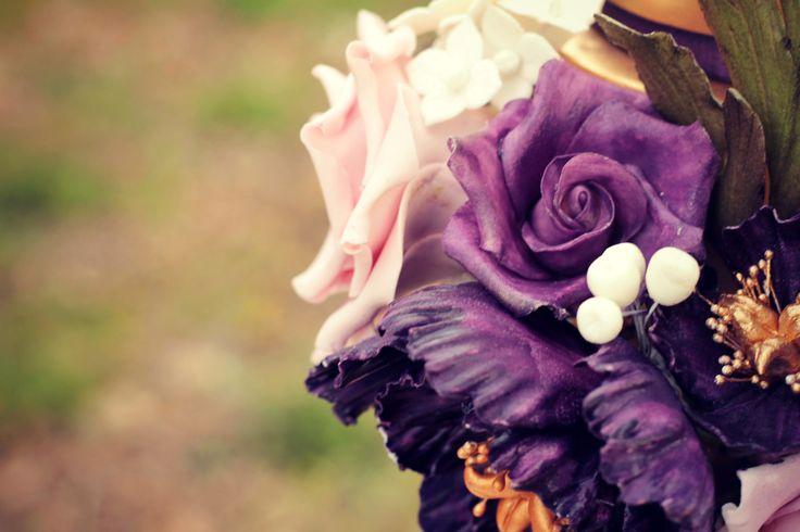Provence Wedding Cake floral details   #cake #weddingcake #ledouxcollage #fondant #vintagewedding #sugarflower #sugarcraft  Contact Us ledouxcollage@gmail.com www.facebook.com/ledouxcollage