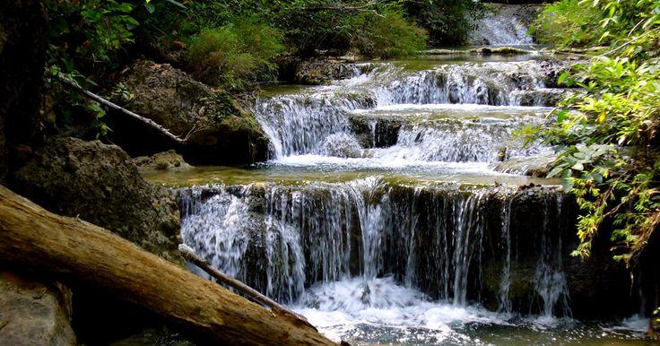 Der Erawan Nationalpark - Naturwunder im kühlen Westen  In der Provinz Kanchanaburi, ganz im Westen Zentralthailands, liegt der Erawan Nationalpark, der zu den bekanntesten im Königreich gehört.