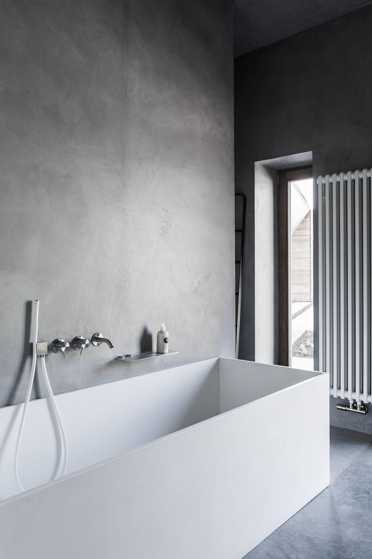 Varenna keuken in olm, zwart en marmer en badkamer in mortex, Corian en CEA | Kove Interieurarchitecten Sint-Niklaas