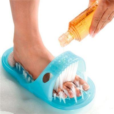Čistiace papuče Easy Feet: Stouto vychytávkou sa už nemusíte vo vani či sprche ohýbať a pracne umývať vaše chodidlá, stačí použiť túto papuče. Prísavkami jej umiestnite na požadované miesto, nanesiete podľa potreby sprchový gél a potom už si ich…