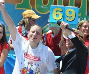 Joey Chestnut Wins 7th Hot Dog Eating Contest (Video) http://www.opposingviews.com/i/oddball/joey-chestnut-wins-7th-hot-dog-eating-contest-video