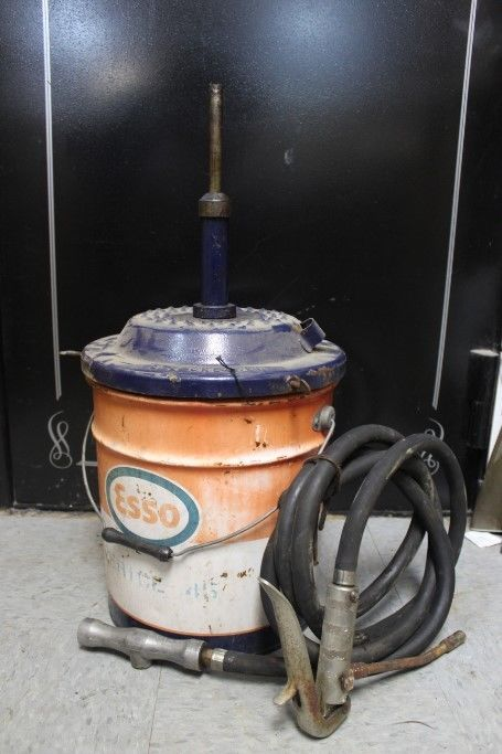 Vintage Esso Oil Grease Lubrication 5 Gallon Can With E-z Greaser Pump Lid