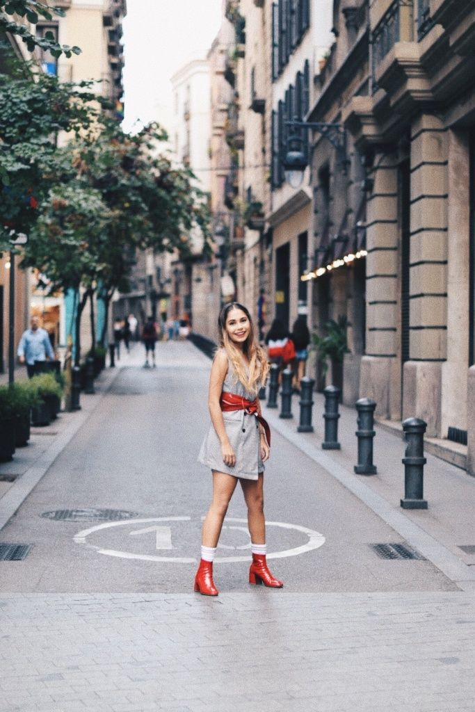 RED STATEMENTS, FT. BERSHKA. – The Talking Lipstick/ red trend, hot trends, glossy look, fall 2017 fashion, mexican blogger, blogger style, fashion photography, barcelona, street style, woman fashion, blogger mexicana, moda, rojo tendencia, otoño 2017, estilo femenino.