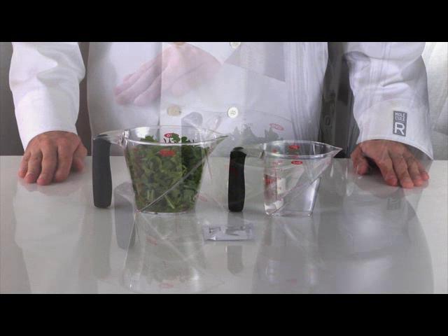 Molecular Gastronomy - Arugula Spaghetti by MOLECULE-R Flavors. Arugula Spaghetti using agar-agar. To be served as a side-dish.