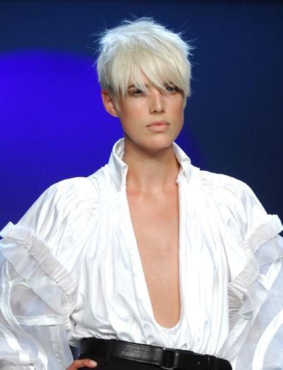 25 best ideas about coupe gar onne undercut sur pinterest cheveux courts d pouille bref - Nuque courte effilee ...