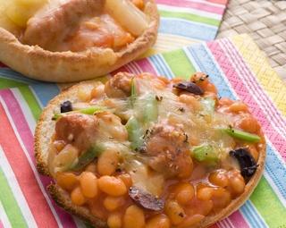 Spaghetti & Baked Bean Pitas http://www.foodinaminute.co.nz/Recipes/Spaghetti-Baked-Bean-Pitas#