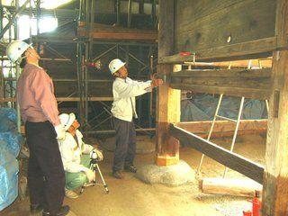 7>IMG_4048   :: 羽黒神社 柱根継ぎ 木 及び鉛 での作業完了   2009 10 17