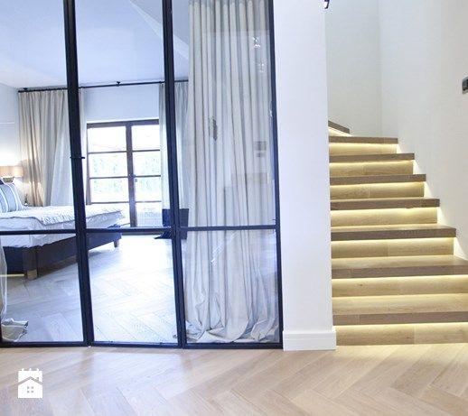 Dom pod Konstancinem w wakacyjnych klimatach - Hol / przedpokój, styl minimalistyczny - zdjęcie od Chałupko Design