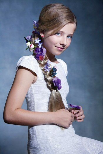 Jackie Evancho!!!  she looks like repunzul in tangled when they where on the boat!!!:)