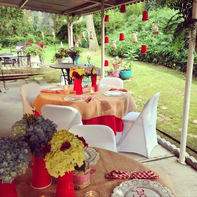 Summer picnic party solo cup garland