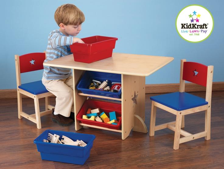 Onze tafel en 2 stoelen met sterren zijn ideaal voor huiswerk, gezelschapsspelletjes en knutselwerk  De tafel is gemaakt van natuurlijk hout, waardoor dit leuke meubel uitstekend in elke kinderkamer past  4 handige opbergbakken  Bakken zijn toegankelijk aan elke kant van de tafel  Stervormige openingen in tafel en stoelen  Uit hout gemaakt  Stevig gebouwd  Tafel - 77 cm L x 57 cm W x 52 cm H  Stoel - 30 cm L x 30 cm W x 51cm H (Zitting: 28 cm H)  Multiplex, rubberhout en plastic bakken