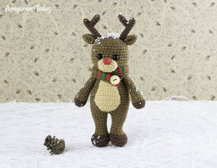 Cuddle Me Reindeer crochet pattern by Amigurumi Today