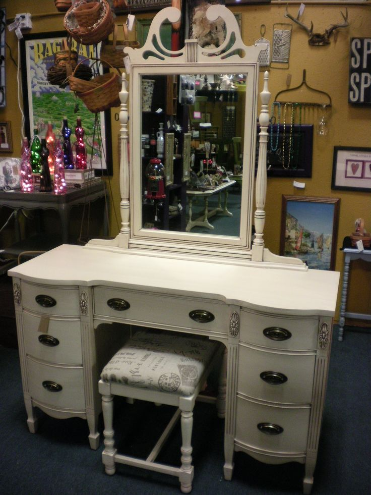 Painted Vanity Furniture: Duncan Phyfe Vanity Painted Antique White With Brown Glaze
