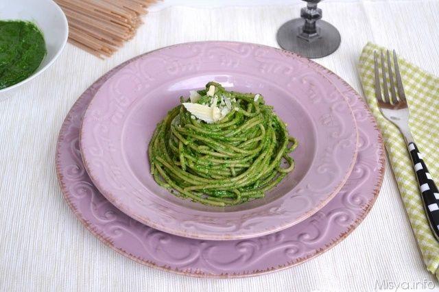 Pesto di spinaci, scopri la ricetta: http://www.misya.info/ricetta/pesto-di-spinaci.htm