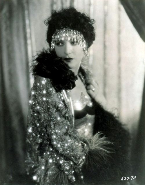 gorgonetta:    soyouthinkyoucansee:    Bebe Daniels    …covered in feathers and rhinestone swag.