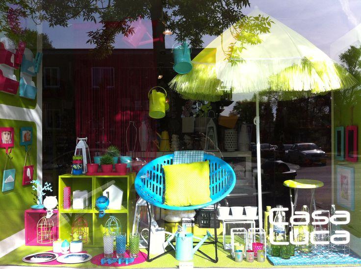 Une vitrine d'été, estivale et colorée!