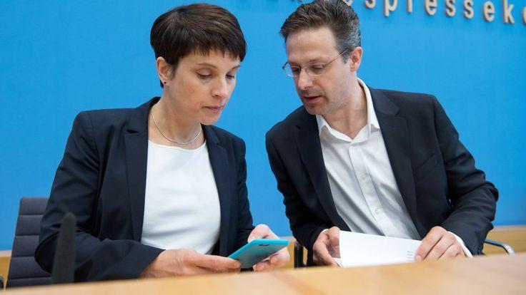 """Nachrichten Politik Deutschland Alternative für Deutschland (AfD) Frauke Petry: AfD-Chefin arbeitet offenbar an neuer Partei """"Die Blauen""""    """"Die Blauen"""". Spekulation über neuePetry-Partei"""