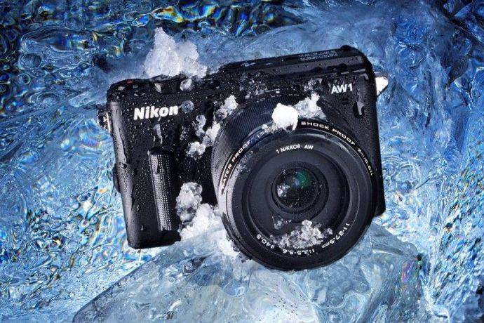 Nikon 1 AW1 - Waterproof! € 839 inclusief zoomlens € 329 groothoeklens