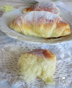 Briochettes à la crème fraîche et au miel. - Cornetti soffici alla panna, ricetta lievitati