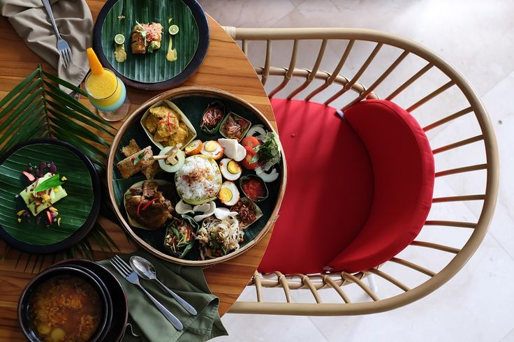 Traditional Balinese Megibung is a unique way of sharing food with family and friends during village festivals and ceremonies in East Bali. Head to Sukun Restaurant to experience it which is artistically served for your dining pleasure.