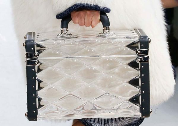 Bolso de mano inspirado en baúl antiguo de Louis Vuitton. #diferent #auténtico