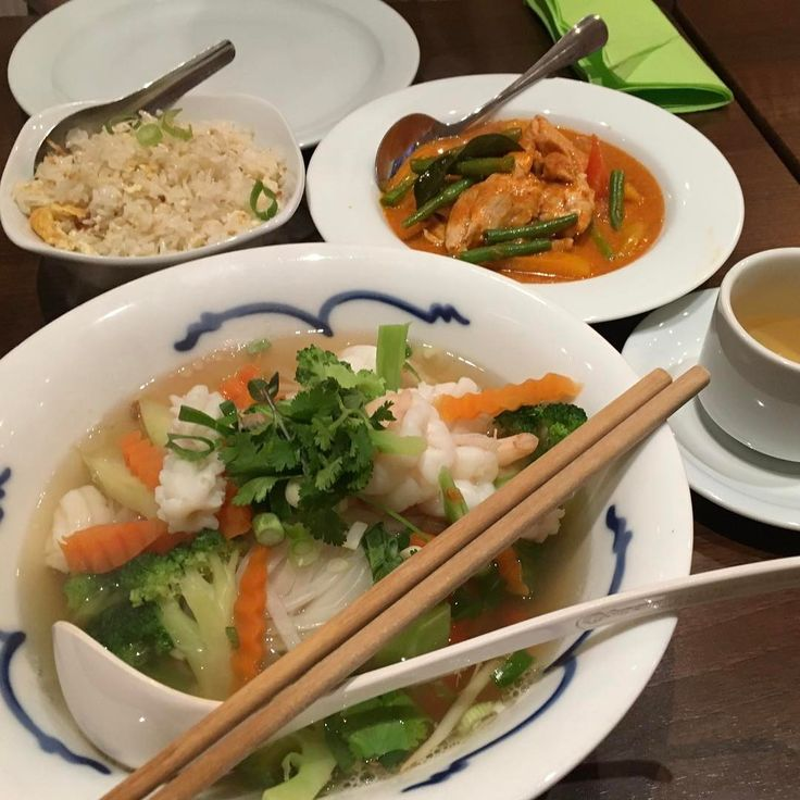 #rinoとsachieのロンドン旅2017  昨日は5日目。 二日酔いでずっと死んでました。 夜ご飯だけは…とさすがに外に出て、タイ料理を食べました。カレー美味しかった。 #london #thaicuisine #thaicurry #hollowayroad #noodles #dinner #curry #hungover #properthaifood http://w3food.com/ipost/1500362795894896944/?code=BTSXAN7hvkw