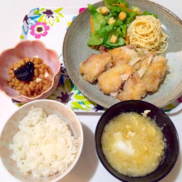 揚げ鶏失敗(′︿‵。) - 9件のもぐもぐ - チーズ揚げ鶏たらマヨスパサラ納豆冷奴にキャベツ味噌汁~ by yukikoyamaXhE